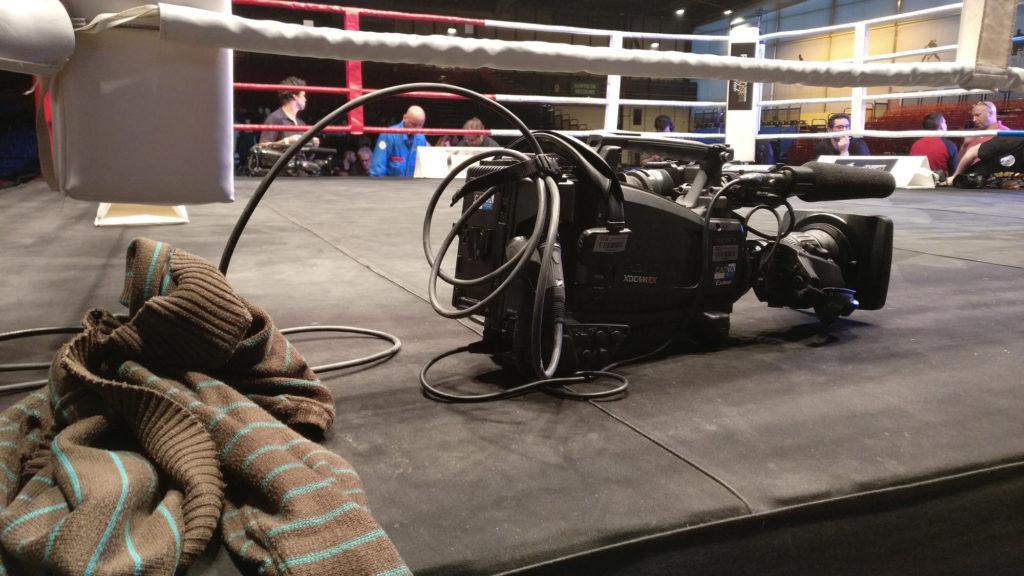 Photo d'une caméra Sony sur un rig de box