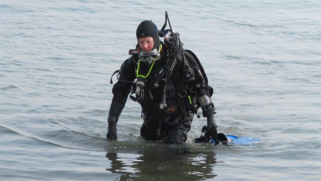 Photo de Patou qui sort de plongée du bord